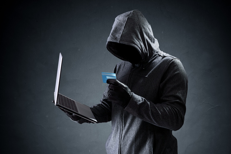 Computer-hacker-with-creditcard.jpg